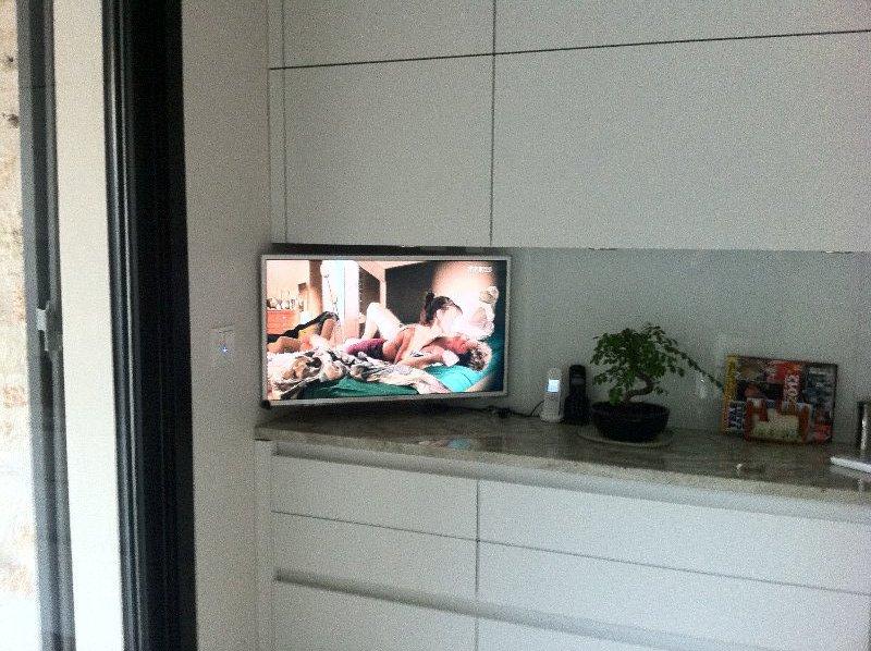 LCD Cuisine TV